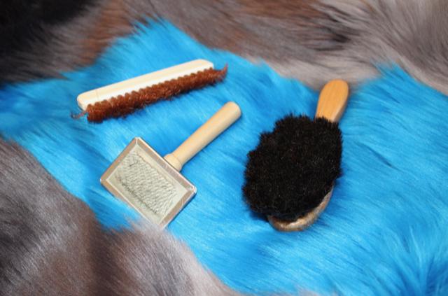 fursuit-pflege-Fell-bürsten-toonystuff